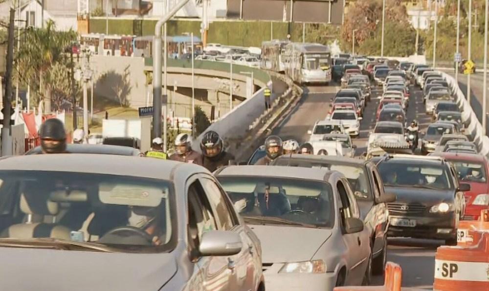 Bolsonaro sanciona com vetos novo Código de Trânsito que muda regras da CNH