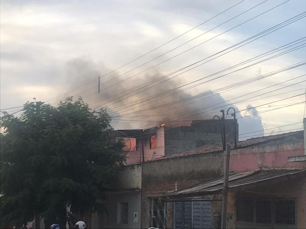 Incêndio de grandes proporções atinge prédio no bairro São Miguel, em Santa Cruz do Capibaribe