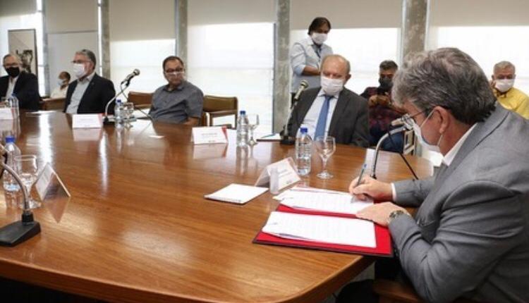 Durante lançamento oficial do Polo da Moda Campina Grande, governo do Estado assina decreto com redução de impostos para o setor de confecção