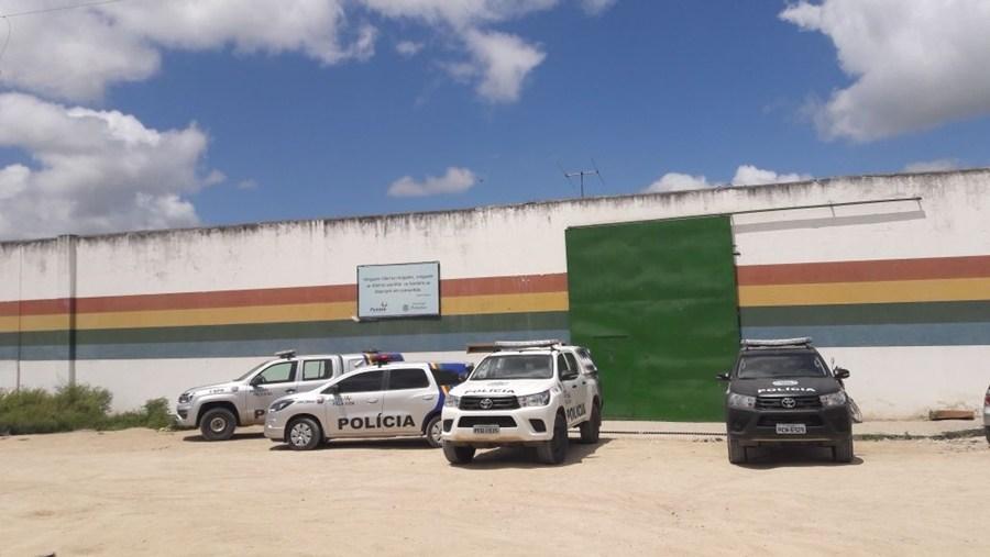 Internos da Funase de Caruaru promovem rebelião e mais de 20 conseguem fugir