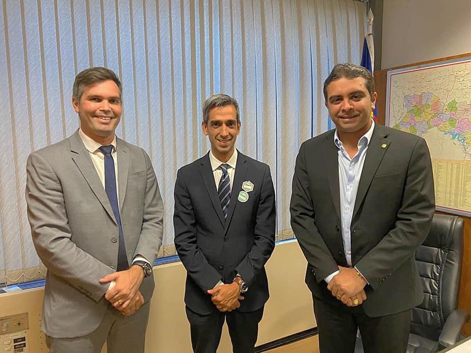 Fábio Aragão anuncia conquista de mais uma retroescavadeira para zona rural de Santa Cruz do Capibaribe