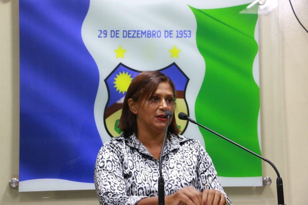 """""""O povo terá vez e voz"""", diz vereadora Nêga em seu primeiro discurso na tribuna"""