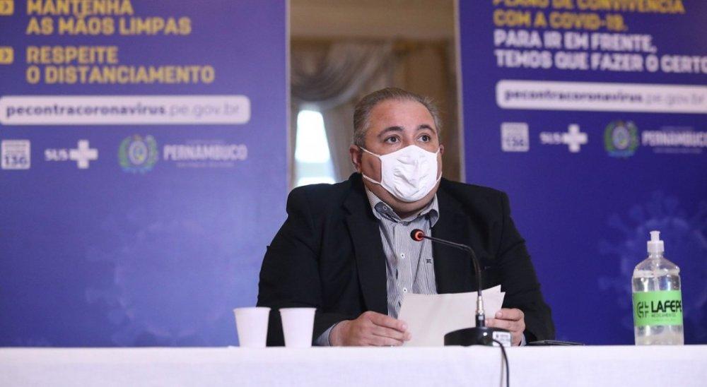 Com novo lote de 250 mil doses, Pernambuco deve avançar na vacinação de idosos, diz secretário