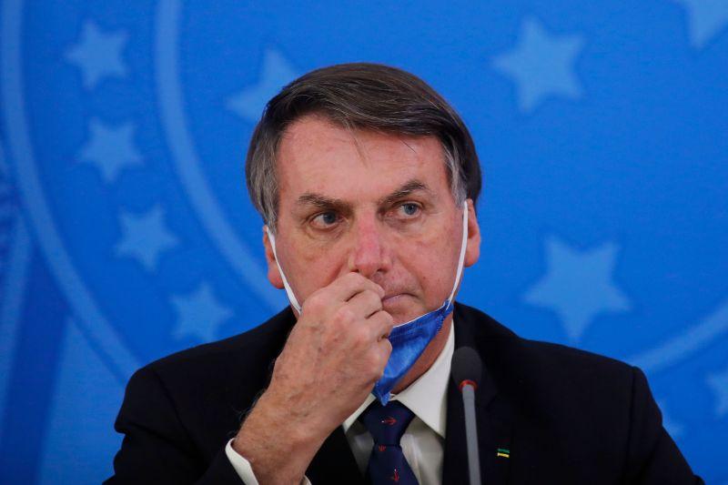 Bolsonaro diz que isolamento pode 'levar a casos de depressão e suicídio'