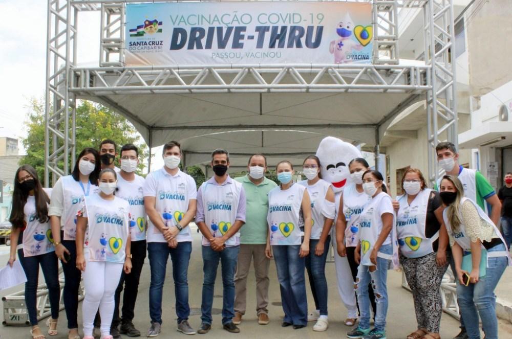 Santa Cruz realiza drive-thru de vacinação contra a Covid-19 em Idosos