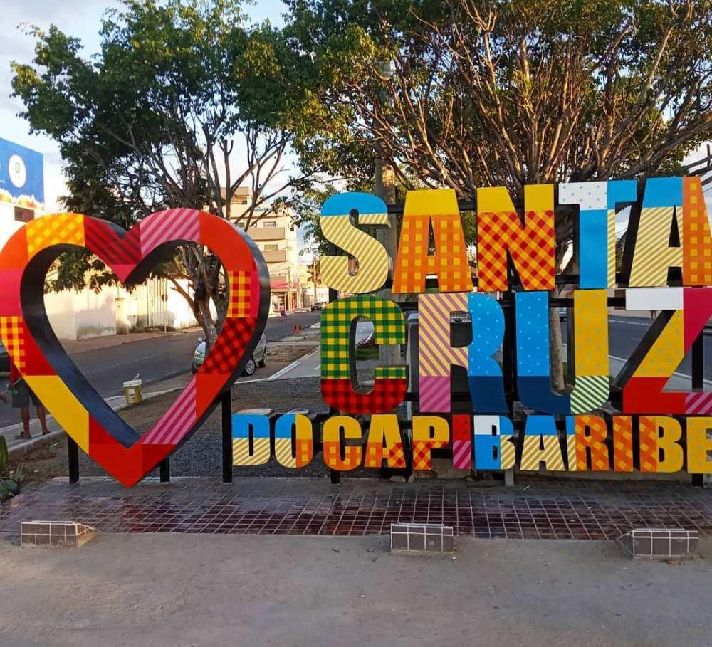 """""""A inspiração foi a colcha de retalhos, um símbolo da nossa economia"""", diz artista responsável por projeto em cartão-postal de Santa Cruz"""