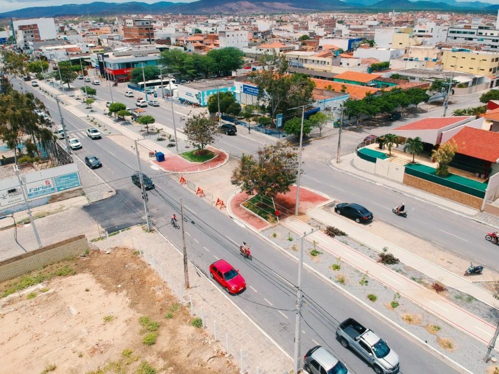 Santa Cruz do Capibaribe ⎯ População reclama de pontos interditados na Av. 29 de Dezembro
