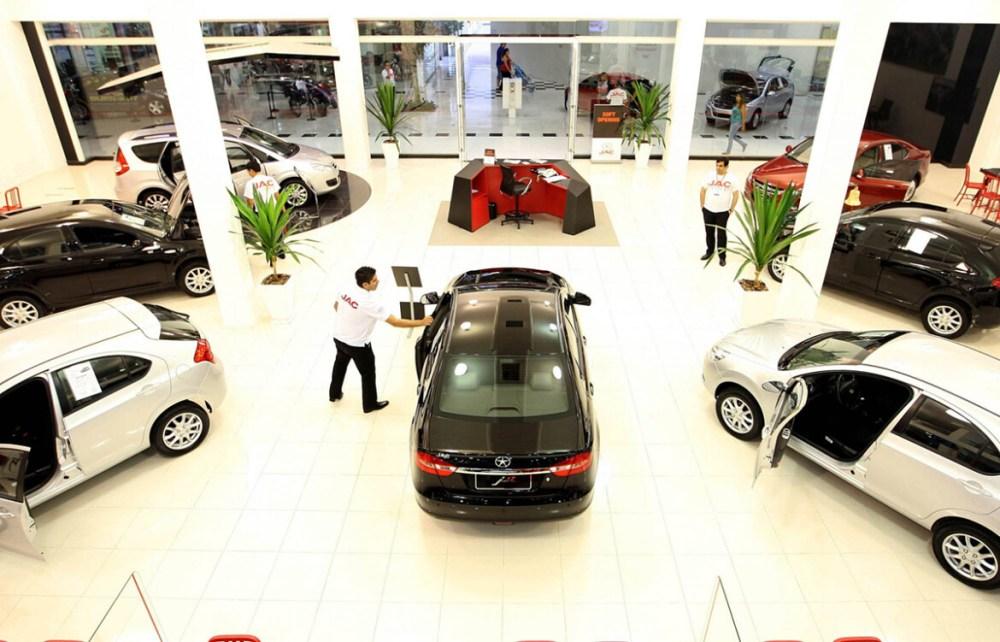 Editorial: Exames de vista e atendimento ambulatorial 'podem esperar', e comprar um carro novo, não? ― Por Bruno Muniz