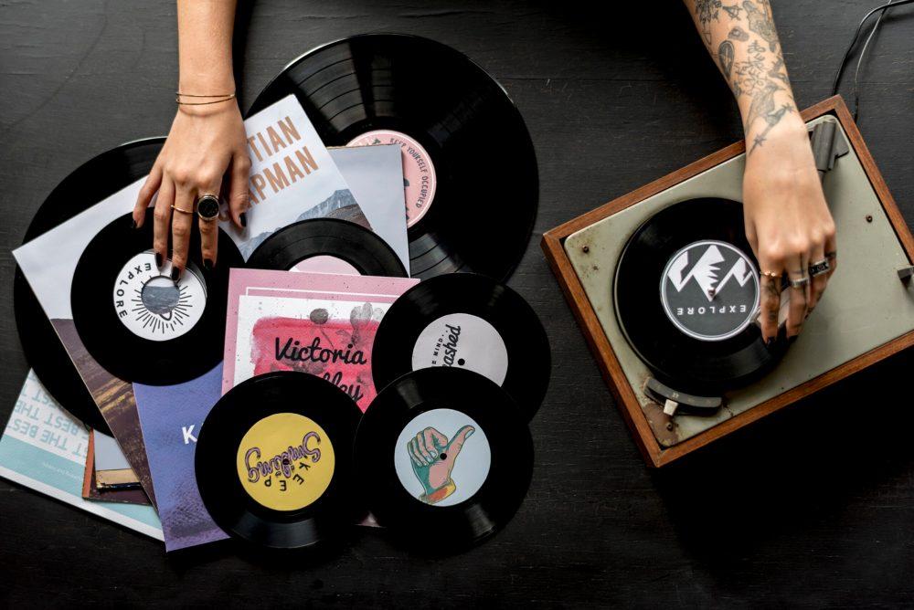 Em alta: Vendas de vinil superam as de CD's pela primeira vez desde 1986