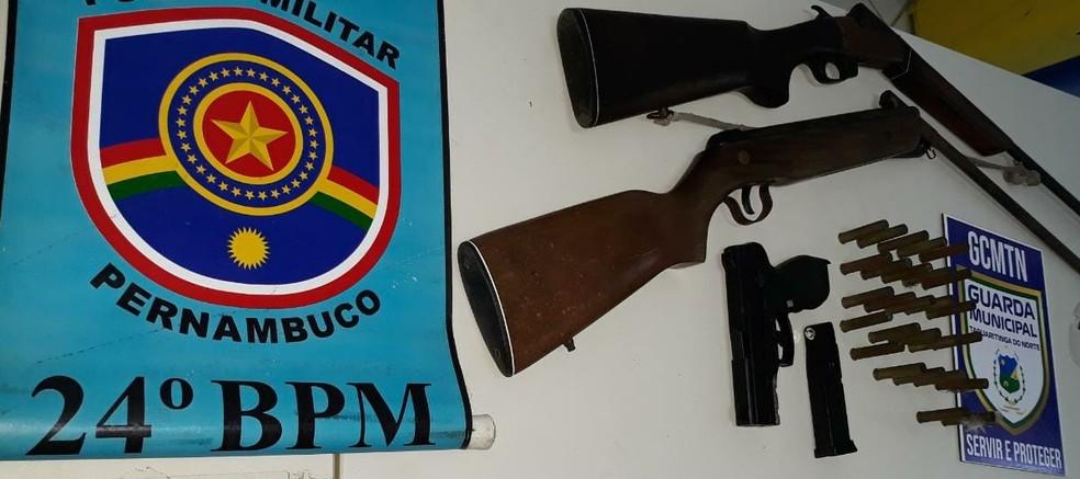 Polícia Militar apreende suspeito e armas de fogo em Taquaritinga do Norte