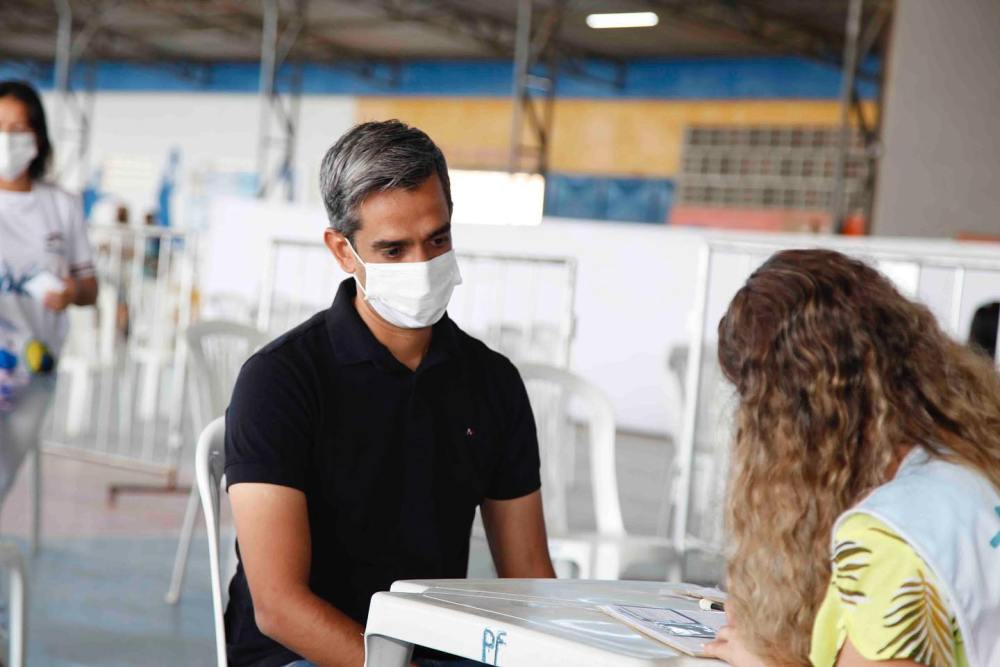 Asmático, Fábio Aragão recebe primeira dose da vacina contra Covid-19