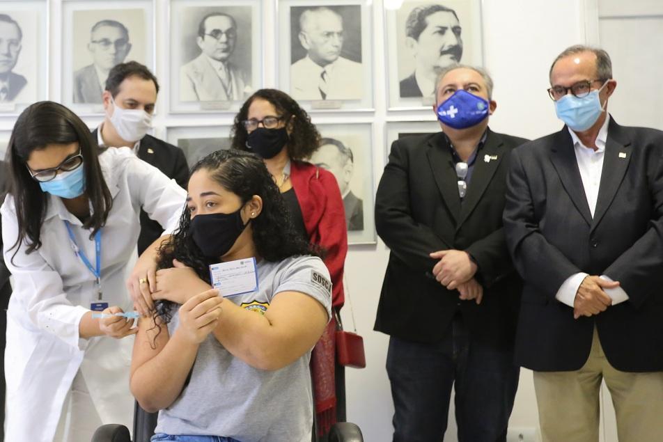 Funcionários do sistema socioeducativo começam a ser vacinados contra a Covid-19