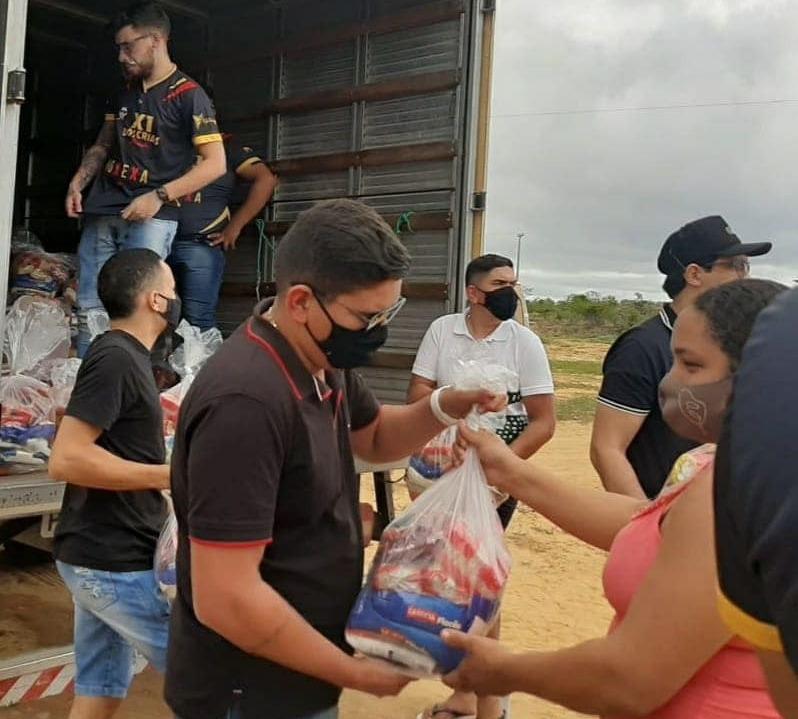 Buxexa e equipe X1 realizam entrega de donativos para comunidade carente no Sertão do Moxotó