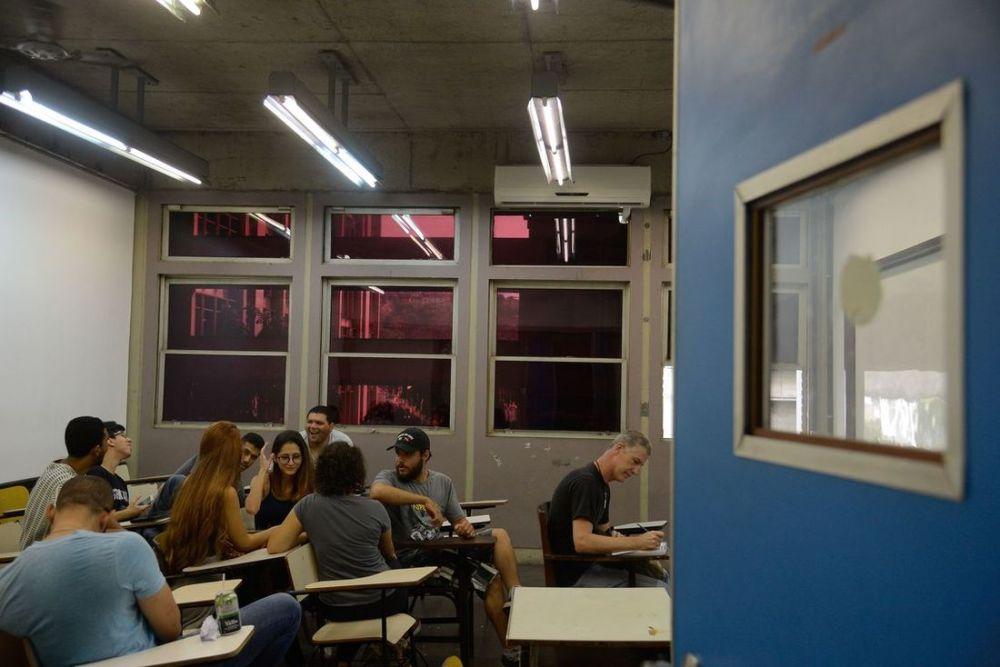 Quatro em dez alunos pensaram em parar os estudos devido à pandemia