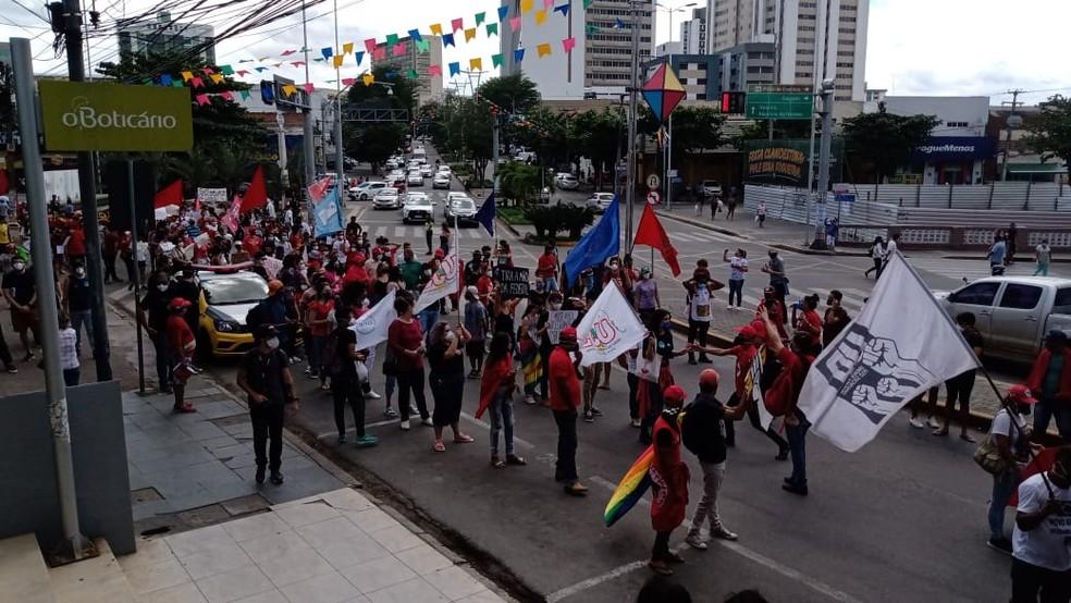 Grupo realiza ato contra Bolsonaro em Caruaru