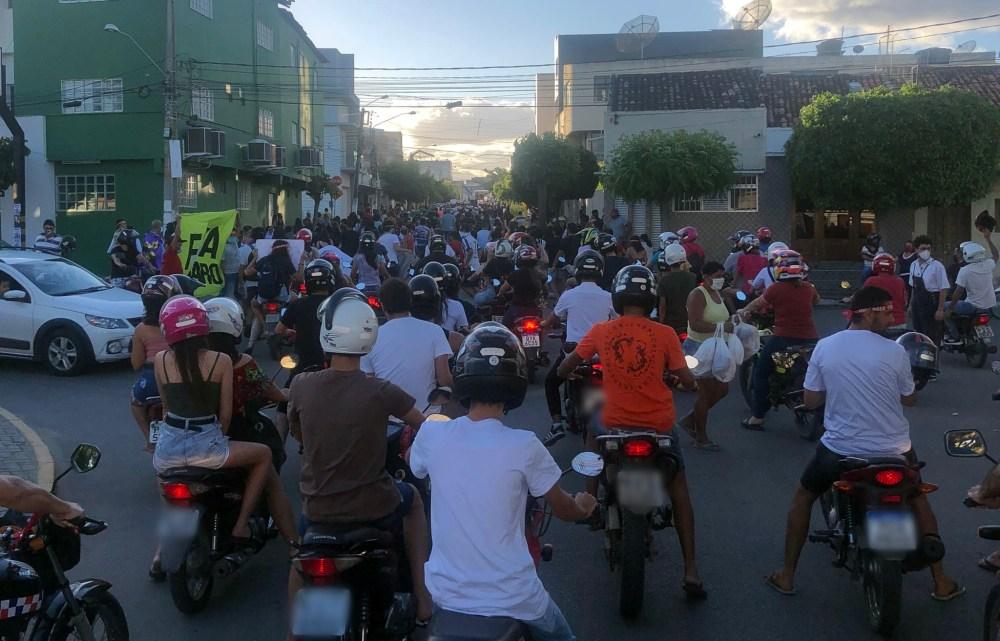 Protesto contra o presidente Jair Bolsonaro é realizado em Santa Cruz do Capibaribe