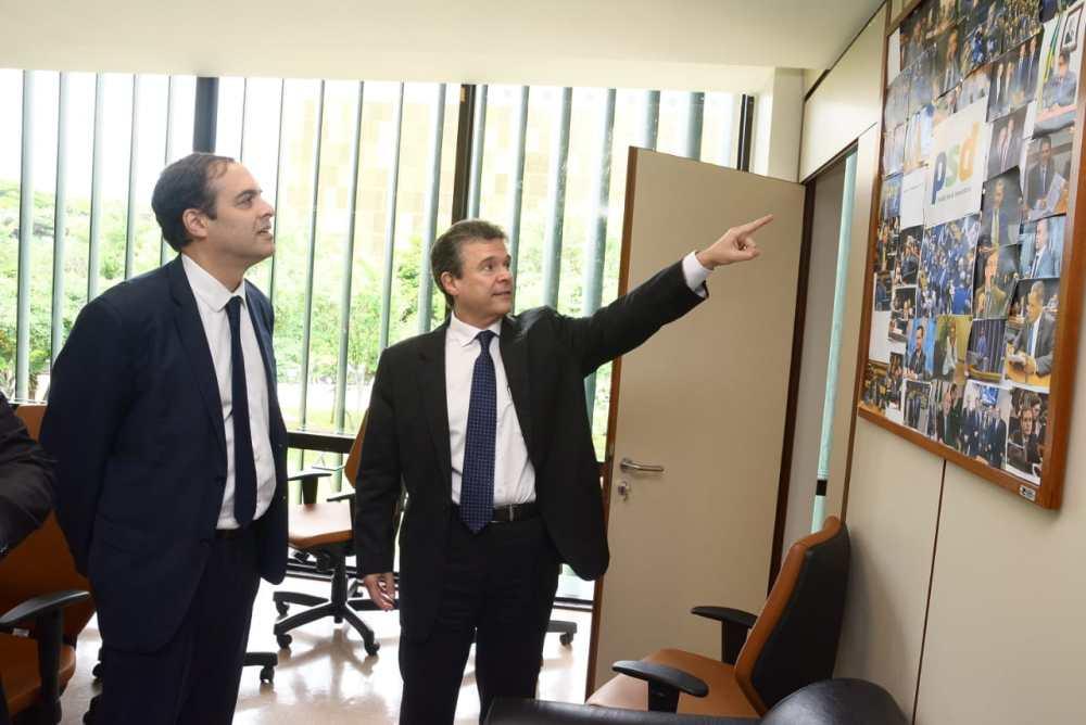 """""""Se Paulo Câmara decidir ser candidato ao Senado, retiro minha candidatura na hora"""", diz deputado André de Paula"""