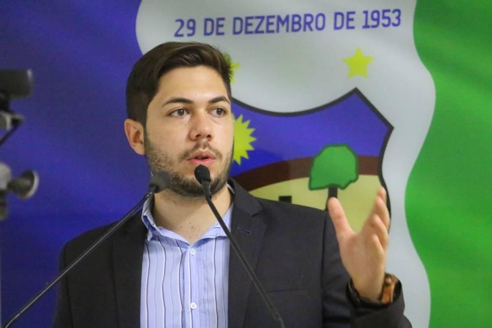 Emanuel Ramos cobra reajuste no piso salarial dos professores