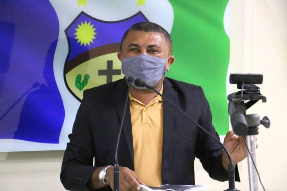 """""""Ela é adversária do prefeito mas não do povo de Santa Cruz do Capibaribe"""", diz Nego Zé ao defender Alessandra Vieira"""