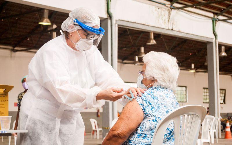 Covid-19: Caruaru dá início ao pré-cadastro da dose de reforço