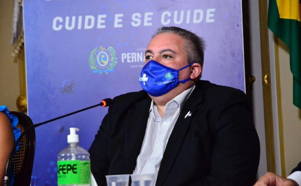"""""""A gente considera muito cedo estar falando em abdicar do uso da máscara"""" afirma secretário de saúde de Pernambuco"""