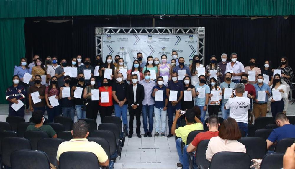Prefeitura de Santa Cruz do Capibaribe dá posse a 44 aprovados do Concurso Público