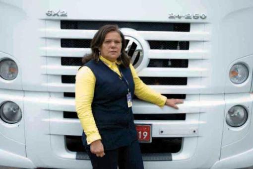 Com 52 anos, Elizabeth Lima já fez várias viagens com seus filhos no caminhão