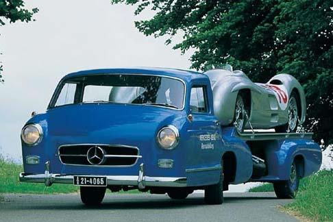 Para transportar seus carros de competição nos anos 50, a Mercedes criou um veloz caminhãozinho com o motor do 300 SL