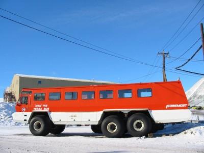 Acredite ou não, este é um ônibus desenhado para uso por turistas, mas como não são muitos os que vão para a Antártica, apenas 10 unidades foram feitas, e geralmente são usados pelas bases estabelecidas no continente gelado.