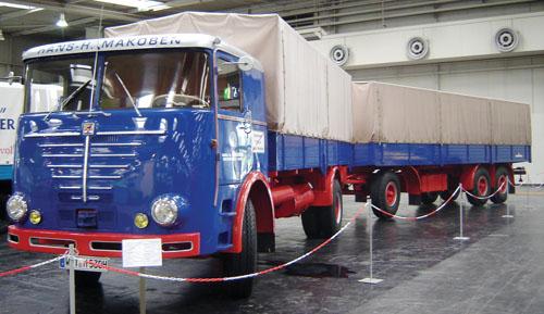 Caminhão da alemã Büssing Nutzkraftwagen, modelo Commodore, fabricado em 1970. Com PBT de 16 t, seu motor de seis cilindros desenvolvia 192 hp