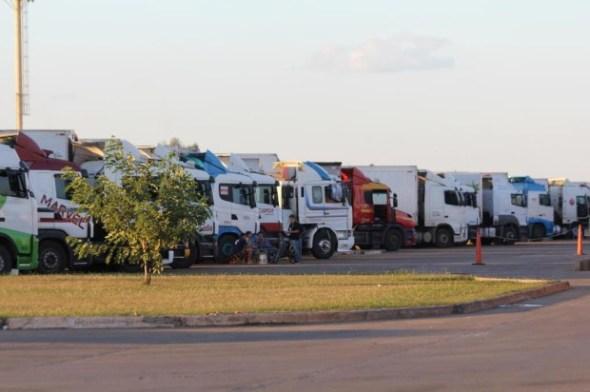 fila de caminhoes na fronteira com a argentina