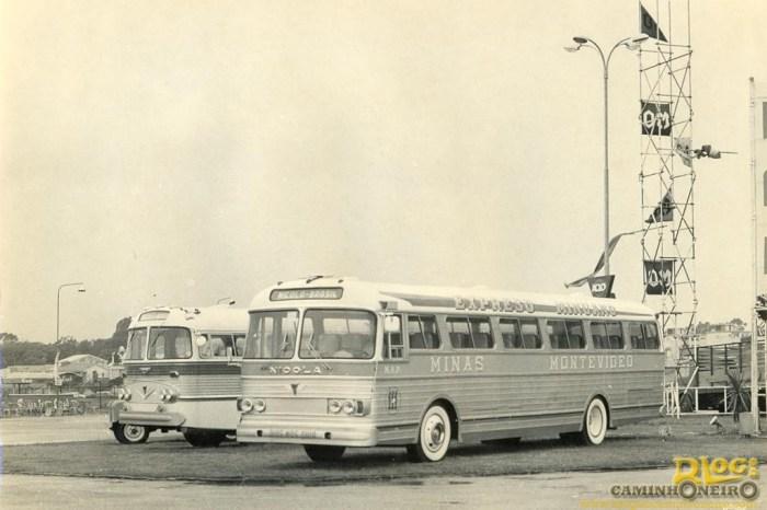 Começo pelos vizinhos: a primeira exportação foi em 1961 para o Uruguai. Na foto, no ano seguinte, modelo é exposto em Montevidéu.