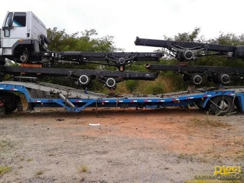 Roubo de pneus de caminhoes (2)