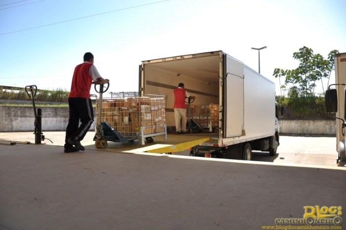 logistica - carregando caminhao
