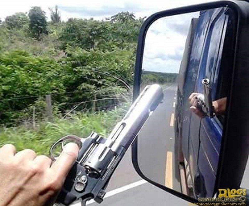 Caminhoneiros comemoram nova regra e vão andar armados, prevê categoria