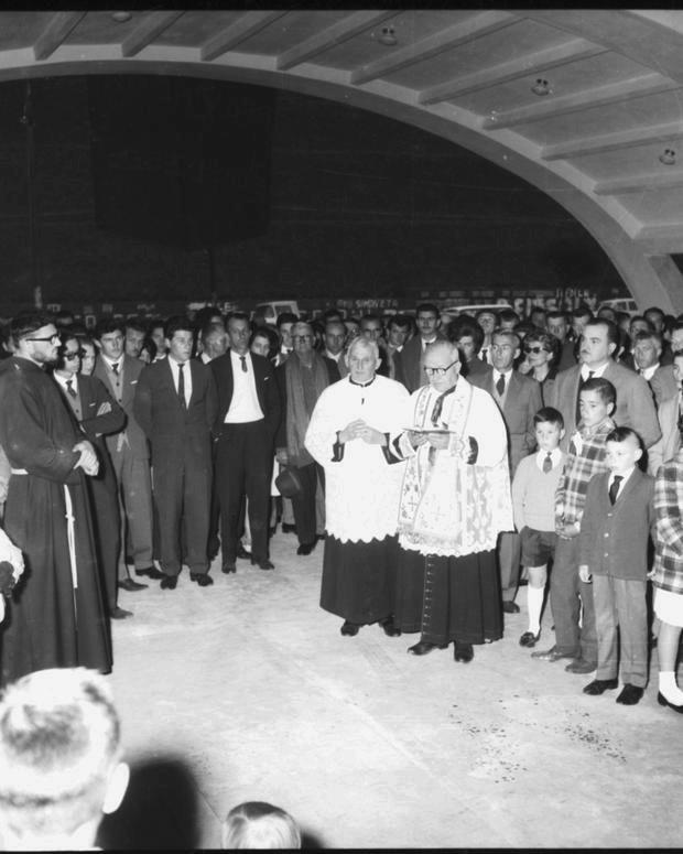 Inauguração e bênção do complexo da Brasdiesel em 1962, com a presença do prefeito Armando Biazus (à direita)