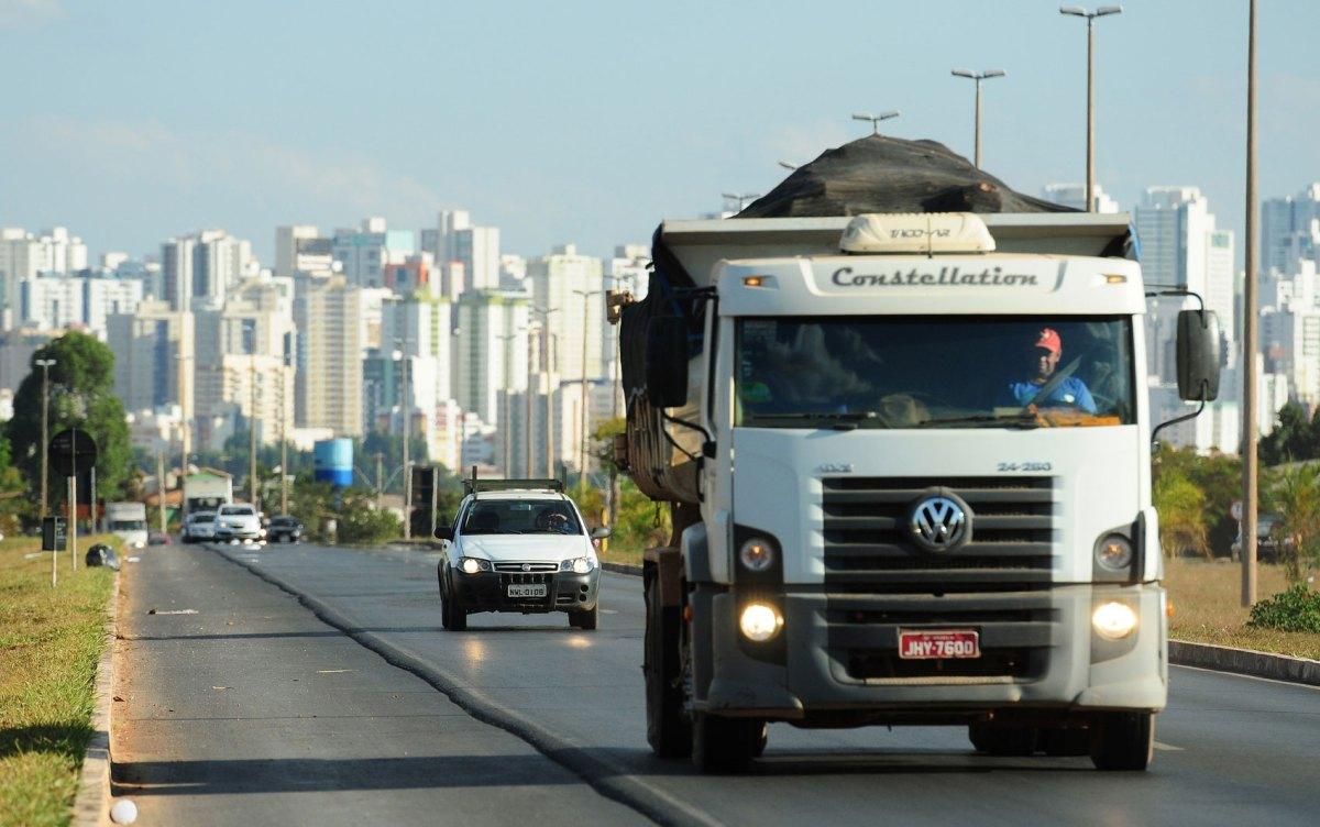 Câmara aprova anistia de 45 dias a motoristas que dirigiram com faróis apagados