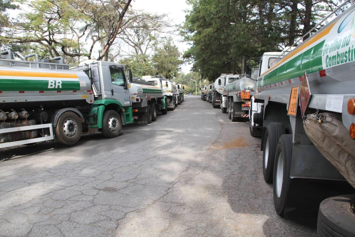 Tanqueiros de Minas Gerais vão aderir à greve dos caminhoneiros