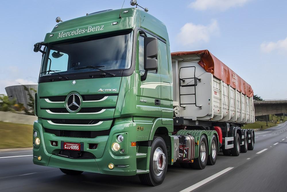 Mercedes-Benz lança série especial do Actros em homenagem ao L-1111