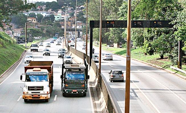 Limitação de veículos pesados no Anel Rodoviário de BH esbarra em aval do Dnit e rota alternativa