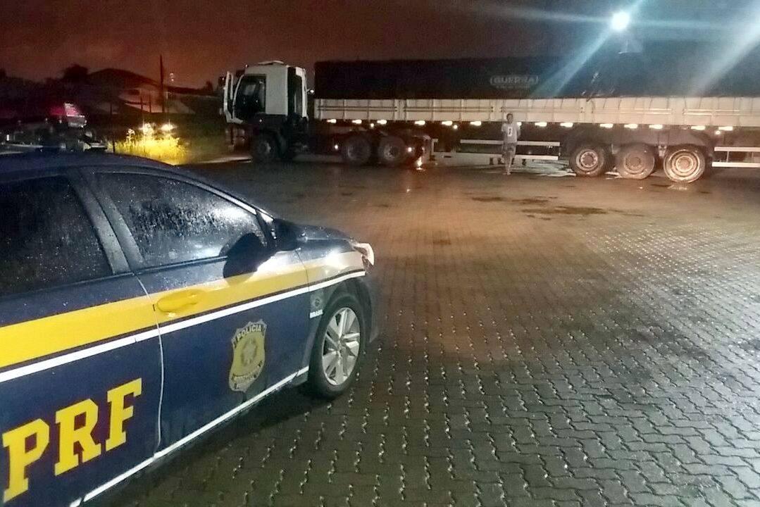 Carga roubada é recuperada e motorista é preso na BR 470 em Navegantes-SC