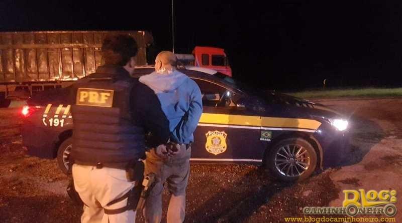 PRF prende dois homens que roubavam caminhoneiros na Régis Bittencourt