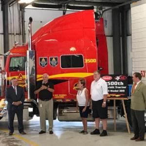 Fidelidade à marca: Empresa compra caminhão número 2.500 da Peterbilt nos EUA