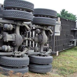 Por falta de provas, STJ tranca ação contra motorista de caminhão que perdeu os freios