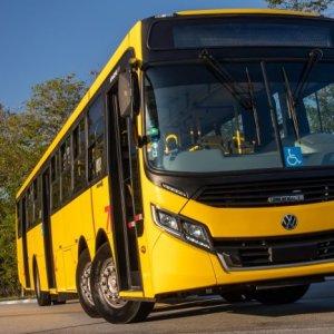 Volkswagen inova com ônibus de 15 metros e terceiro eixo direcional