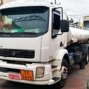 Ipem-SP flagra caminhão tanque com reservatórios secretos nos compartimentos de carga