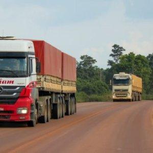 Pavimentação da BR-163 gera impactos positivos para caminhoneiros e produtores