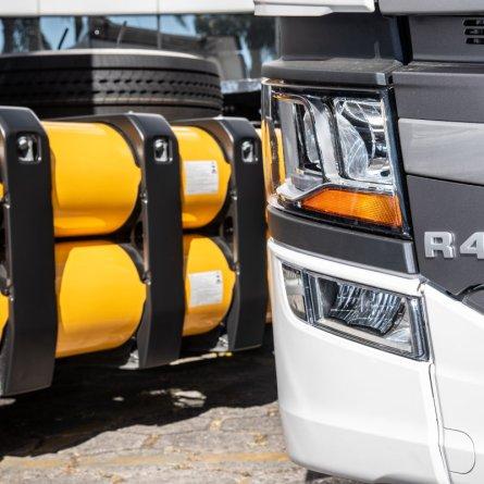 Scania entrega os 4 primeiros caminhões a gás do Brasil