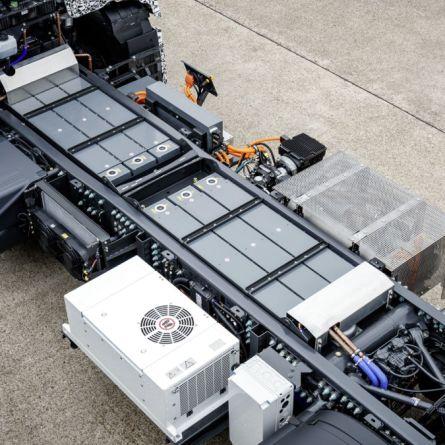 Caminhão elétrico importado paga menos imposto que modelos fabricados no Brasil