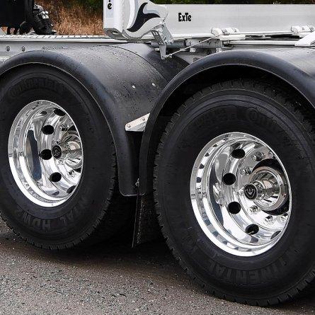 Scania apresenta modelos 6x4 e 8x4 com suspensor de eixo